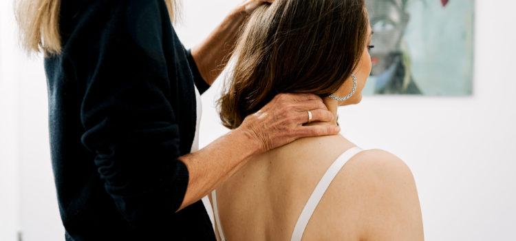 Dr. med. Sabine Prillmann während einer Behandlung